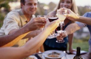 22-friends-drinking-wine-1